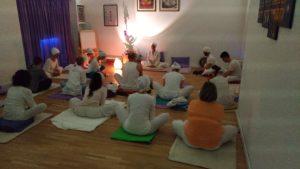 Kundalini Yoga con Guru Jiwan Kaur a Shakti YogaLab