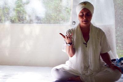 Insegnante e formatrice di Kundlaini Yoga e Sat Nam Rasayan