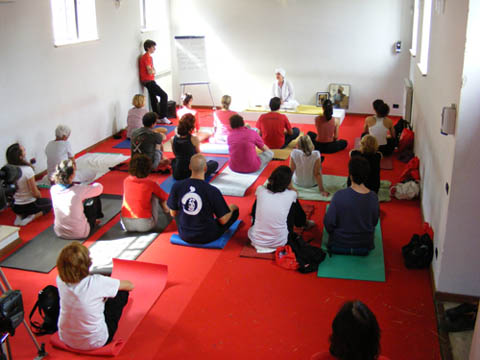 Kundalini Yoga - Guru Jiwan Kaur - Roma Yoga Festival 2010