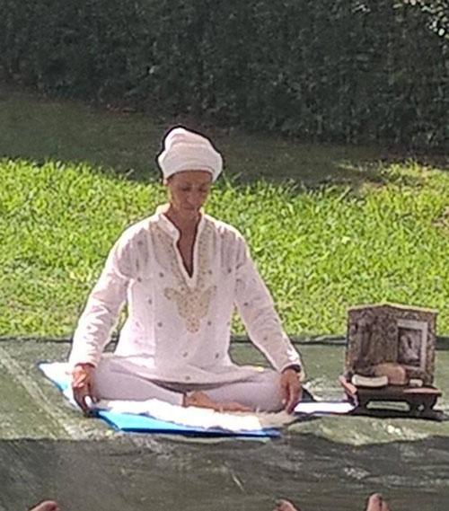 Namo Dev Kaur insegnante di kundalini yoga